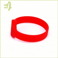 13.56MHz chip Ntag213 silicone wristband with cheap price